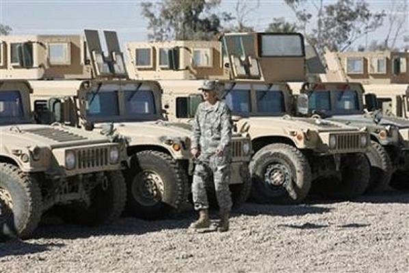 الموسوعة الأكبر لصور و فيديوهات الجيش العراقي 2 - صفحة 2 Humvee_light_wheeled_armoured_vehicle_Iraqi_army_170108_news_001