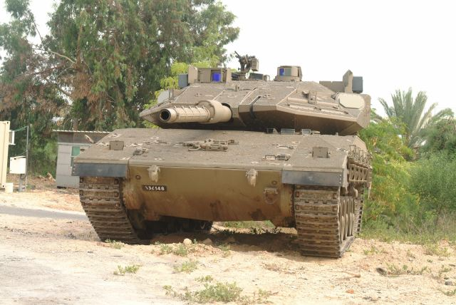 EJÉRCITO DE ISRAEL Merkava_4_main_battle_tank_with_Trophy_ASPRO-A_active_protection_system_Israel_Israeli_army_defence_industry_640_001