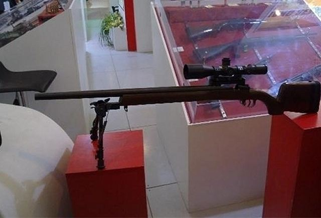 EJÉRCITO IRANÍ Iran_unveils_the_Siyavash_ultra_light_sniper_rifle_during_a_military_exhibition_640_001