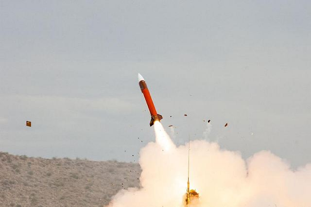EJERCITO DE EE.UU.(US Army) - Página 2 Raytheon_Patriot_PAC-2_missile_test_fired_with_new_modernized_radar_with_digital_processor_640_001