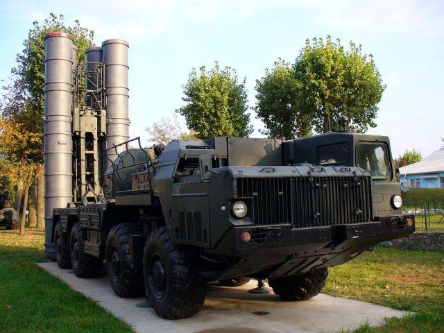 "عاجل : بوتين يرفع الحظر عن توريد أنظمة ""إس-300"" إلى إيران - صفحة 3 Russia_lifted_embargo_again_Iran_to_deliver_Russian-made_S-300_PMU1_air_defense_missile_system_640_001"