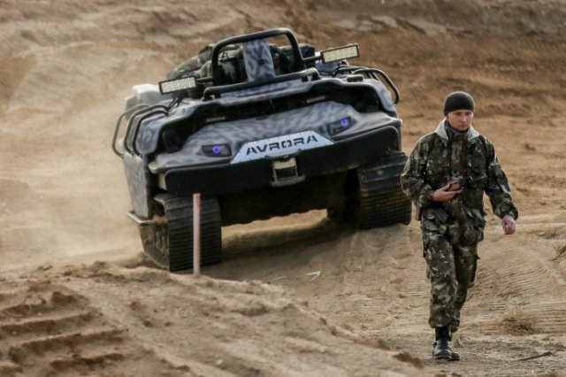 Russian Ground Forces: News #2 - Page 21 Russia_develops_robotized_transport_to_carry_infantrymen_in_battle_640_001