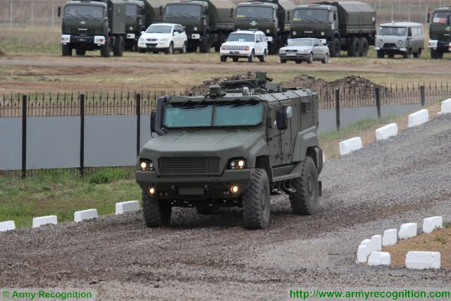 Typhoon MRAP family vechiles - Page 6 Russian_Company_ZSA_will_test_anti-mine_capabilities_of_new_K4386_Typhoon_4x4_MRAP_640_001