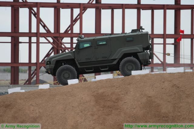 Typhoon MRAP family vechiles - Page 6 Russian_Company_ZSA_will_test_anti-mine_capabilities_of_new_K4386_Typhoon_4x4_MRAP_640_002