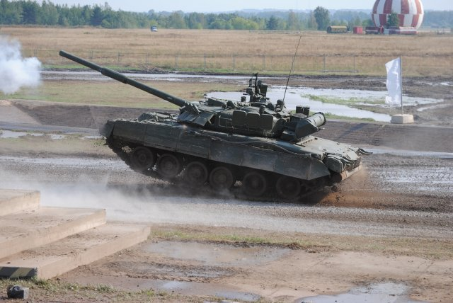 The T-80s future in the Russian Army - Page 6 Russian_T-80U_MBT_proceeded_to_a_gunnery_qualification_test_640_001