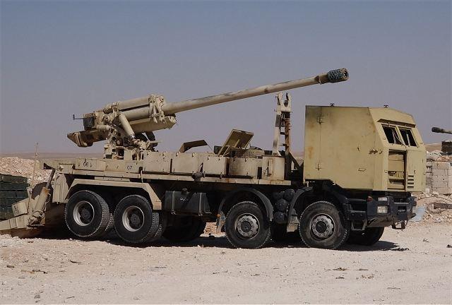 مدفع M-46 عيار 130 ملم الذاتي الحركه المدولب المطور من قبل الجيش السوري  Syrian_military_forces_produced_locally_130mm_M-46_8x8_self-propelled_howitzer_640_001