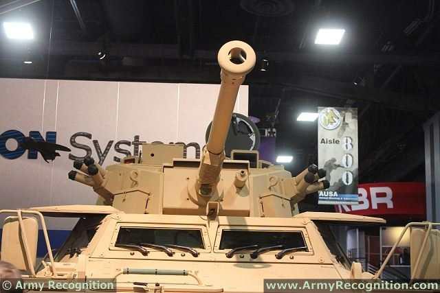 الفدائي ....المركبة المدرعة Commando_90mm_Direct_Fire_4x4_armoured_vehicle_Textron_Marine_Land_Systems_AUSA_2013_002