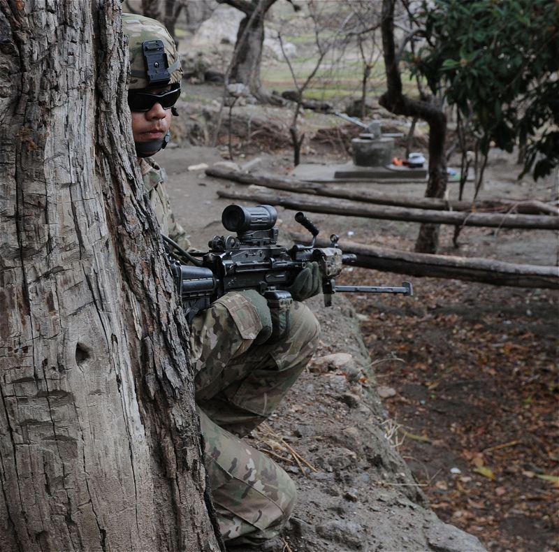 افضل واسوا تموية فى العالم - صفحة 2 US_Army_soldiers_new_combat_army_military_uniforms_multicam_pattern_United_States_American_26
