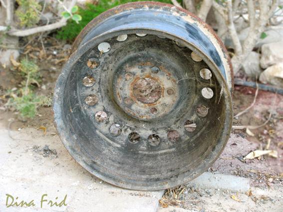 Мозаичные вазоны из колес 1
