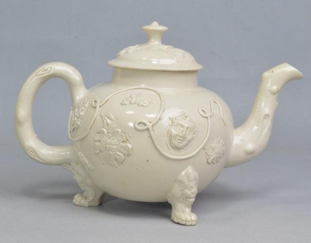 Engleska keramika  - Page 4 Martyn_Edgell_Saltglaze_teapot