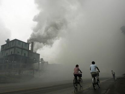 Planuri de afaceri pentru dezvoltarea industriei locale CINA_-_inquinamento_e_biciclette_ok