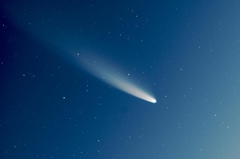 J'ai tiré un plan sur la comète ;) 800px_138_1594749312NEOWISE-SIRIL-04-r-pp-brut-stacked