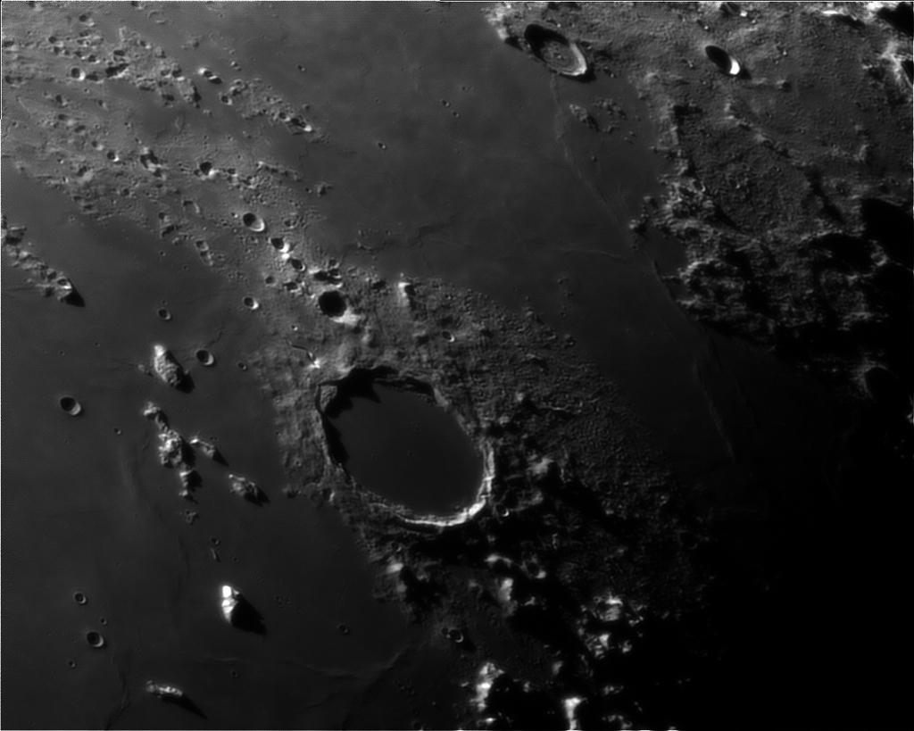 Le planétaire - Page 16 Lune-unc200mm-powermatex5-080912-2