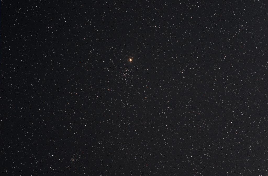Ciel profond de printemps - Page 3 M44mars-150410-helios58-12x4min-iso400r