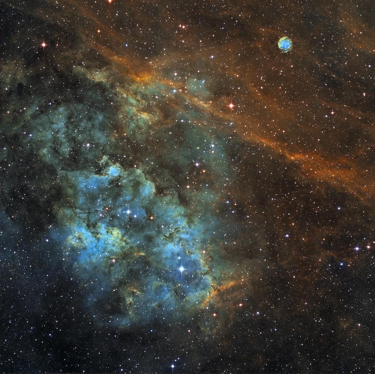 Une région dans le Cygne avec le NT200 ASTROJEJE Mixage_ha_rvb_mixage_1200