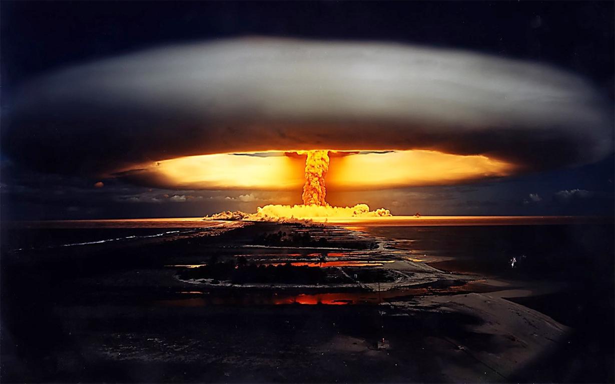 La fin de la fin du monde, climat et evolution Bombe-mururoa1