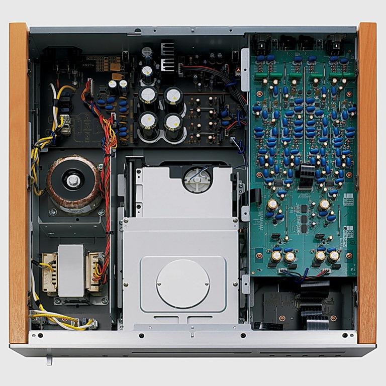 Marantz DV7600 o Yamaha CD S2000 ? Yamaha-CD-S2000-binnenkant