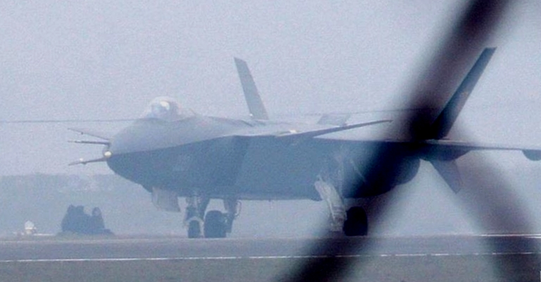 Foros de Internet publican supuestas fotos de segundo avión chino de quinta generación Chengdu-J-XX-VLO-Prototype-10S