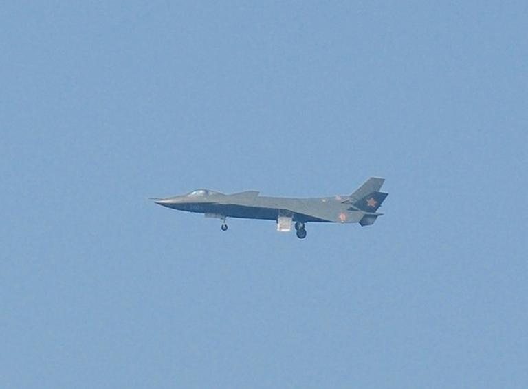 Foros de Internet publican supuestas fotos de segundo avión chino de quinta generación Chengdu-J-XX-VLO-Prototype-17S