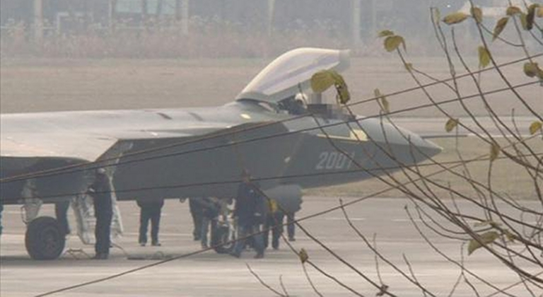 Foros de Internet publican supuestas fotos de segundo avión chino de quinta generación Chengdu-J-XX-VLO-Prototype-18S
