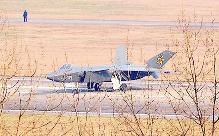 Foros de Internet publican supuestas fotos de segundo avión chino de quinta generación Chengdu-J-XX-VLO-Prototype-19S