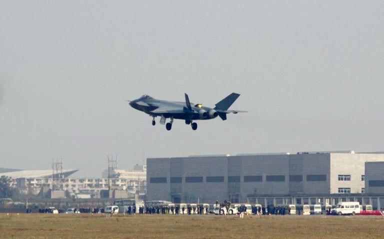 Foros de Internet publican supuestas fotos de segundo avión chino de quinta generación Chengdu-J-XX-VLO-Prototype-21S
