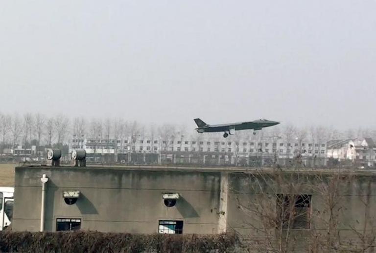 Foros de Internet publican supuestas fotos de segundo avión chino de quinta generación Chengdu-J-XX-VLO-Prototype-22S