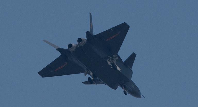 Foros de Internet publican supuestas fotos de segundo avión chino de quinta generación Chengdu-J-XX-VLO-Prototype-30S
