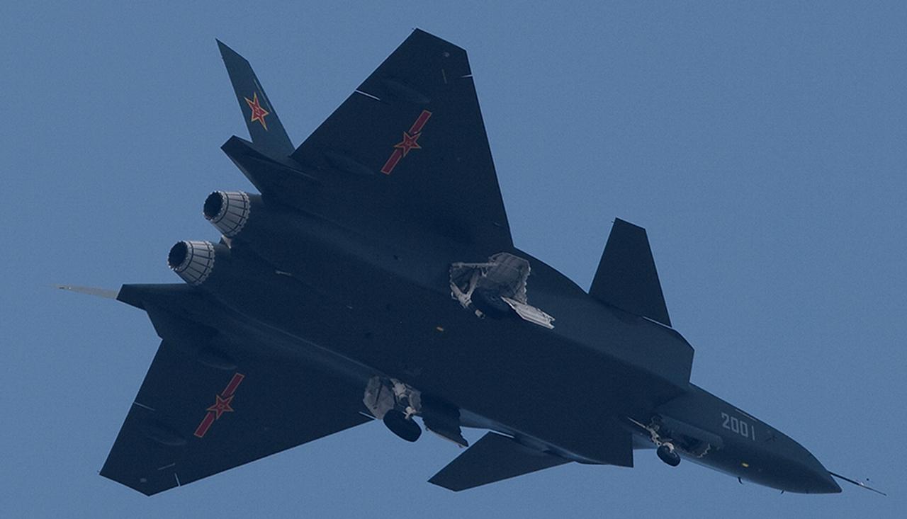 Foros de Internet publican supuestas fotos de segundo avión chino de quinta generación Chengdu-J-XX-VLO-Prototype-32S