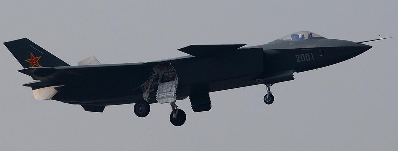 Foros de Internet publican supuestas fotos de segundo avión chino de quinta generación Chengdu-J-XX-VLO-Prototype-35S