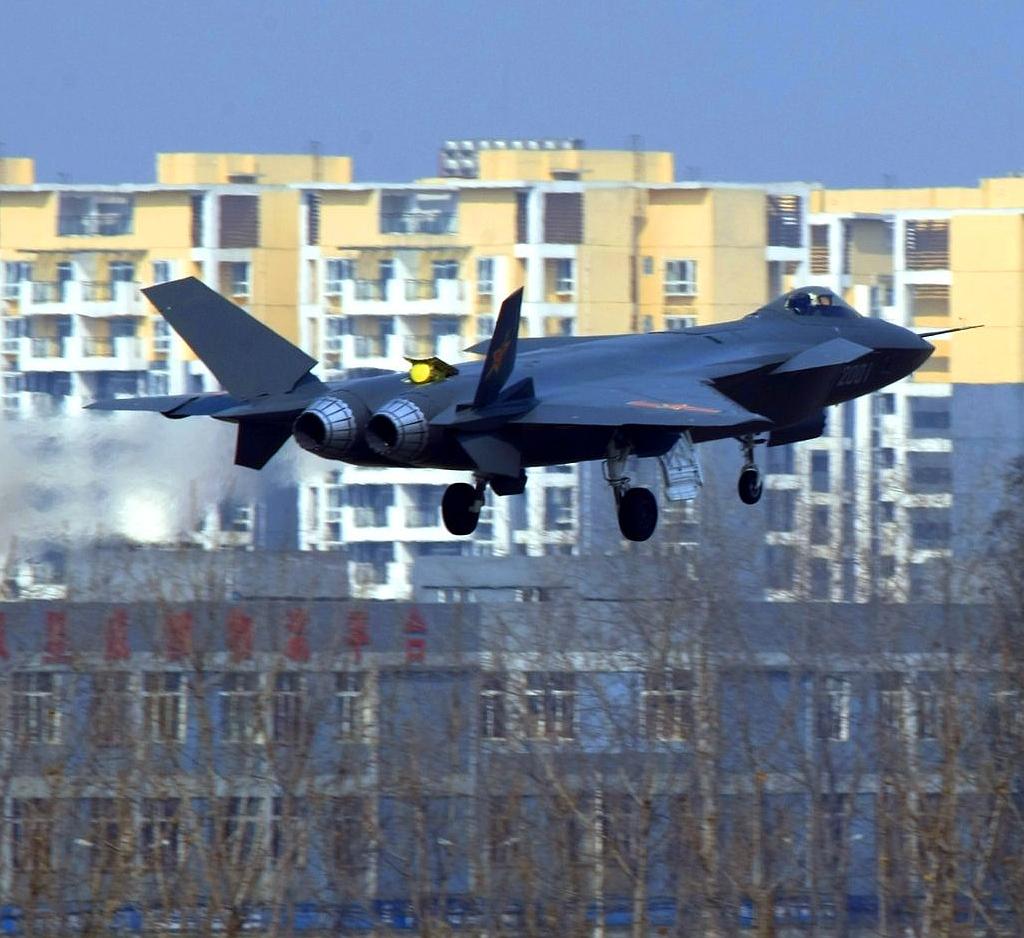 Foros de Internet publican supuestas fotos de segundo avión chino de quinta generación Chengdu-J-XX-VLO-Prototype-37S