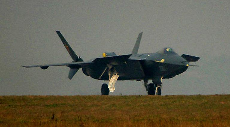 Foros de Internet publican supuestas fotos de segundo avión chino de quinta generación Chengdu-J-XX-VLO-Prototype-4S