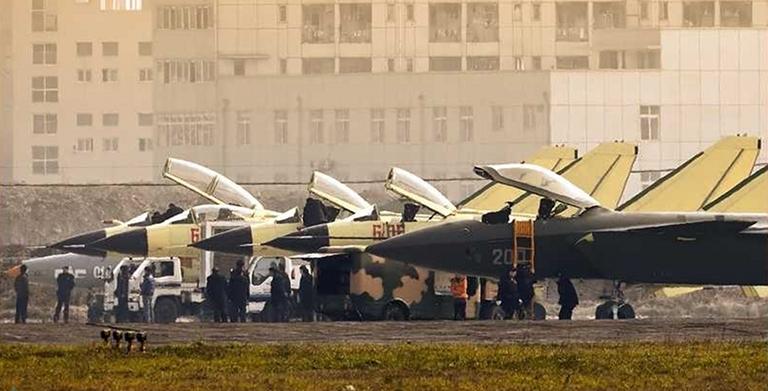 Foros de Internet publican supuestas fotos de segundo avión chino de quinta generación Chengdu-J-XX-VLO-Prototype-7S