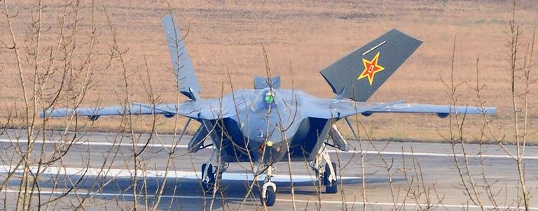 Foros de Internet publican supuestas fotos de segundo avión chino de quinta generación Chengdu-J-XX-VLO-Prototype-8S