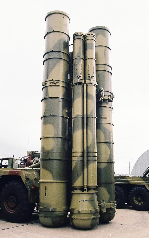 Systémes antiaériens (Documentation) - Page 3 5P85SE-9M96E2-Quad-Launcher-MAKS-MiroslavGyurosi-1S