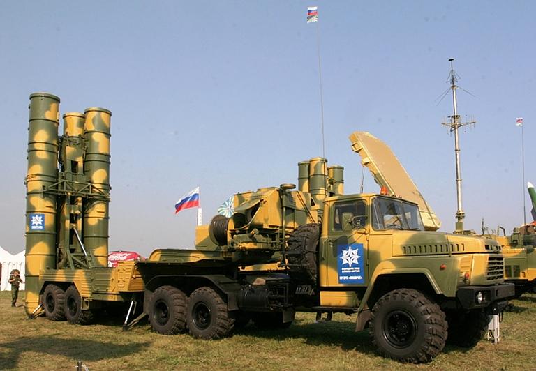 زيارة شويغو , هل تجبر كسور علاقات موسكو و طهران العسكرية ؟ 5P85TE-Favorit-MiroslavGyurosi-1S
