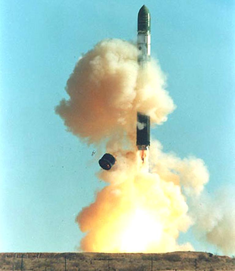 كيسيليف : روسيا هي الدولة الوحيدة في العالم القادرة على تحويل الولايات المتحدة الى رماد مشع    - صفحة 2 R-36M-SS-18-Satan-Launch-2S