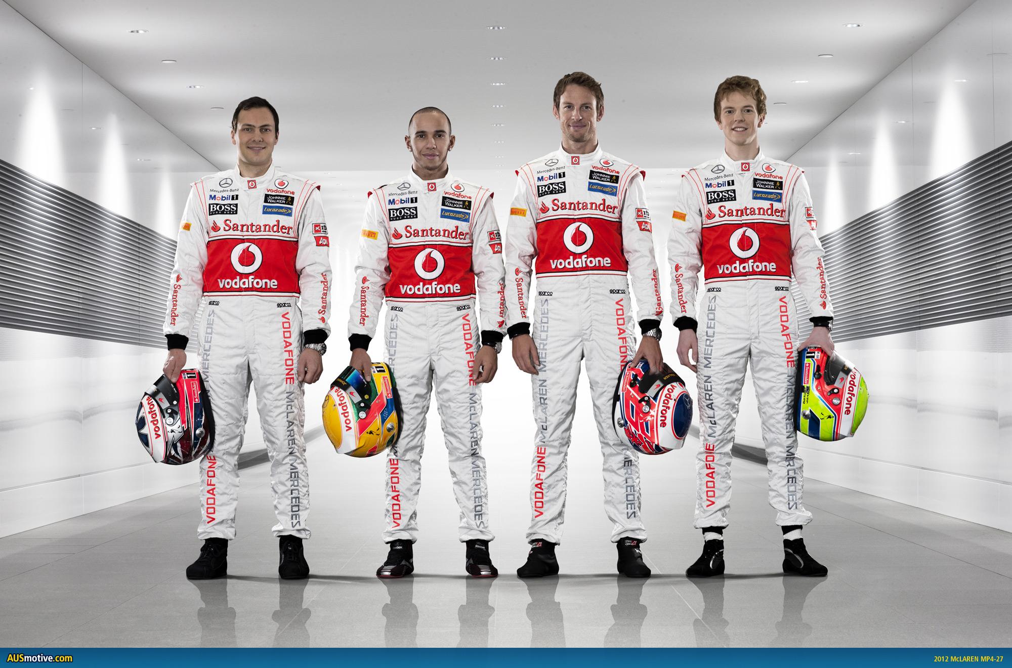 ¿Cuánto mide Lewis Hamilton? - Estatura y peso - Real height McLaren-MP4-27-06
