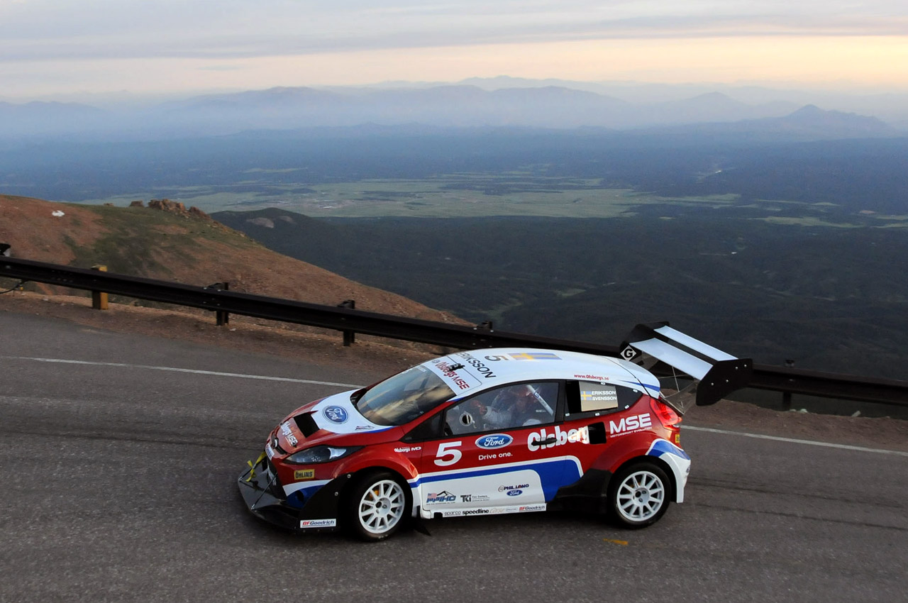 PPIHC: Pikes Peak International Hill Climb - Página 4 Ford-fiesta-rally-car-at-pikes-peak-2009-21
