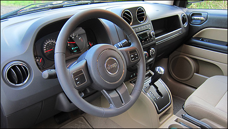 Essai Jeep Compass auto123 Jeep-Compass-2011_i02