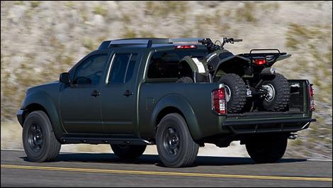 Nissan Navara 2009-Suzuki-Equator-Quad-i005