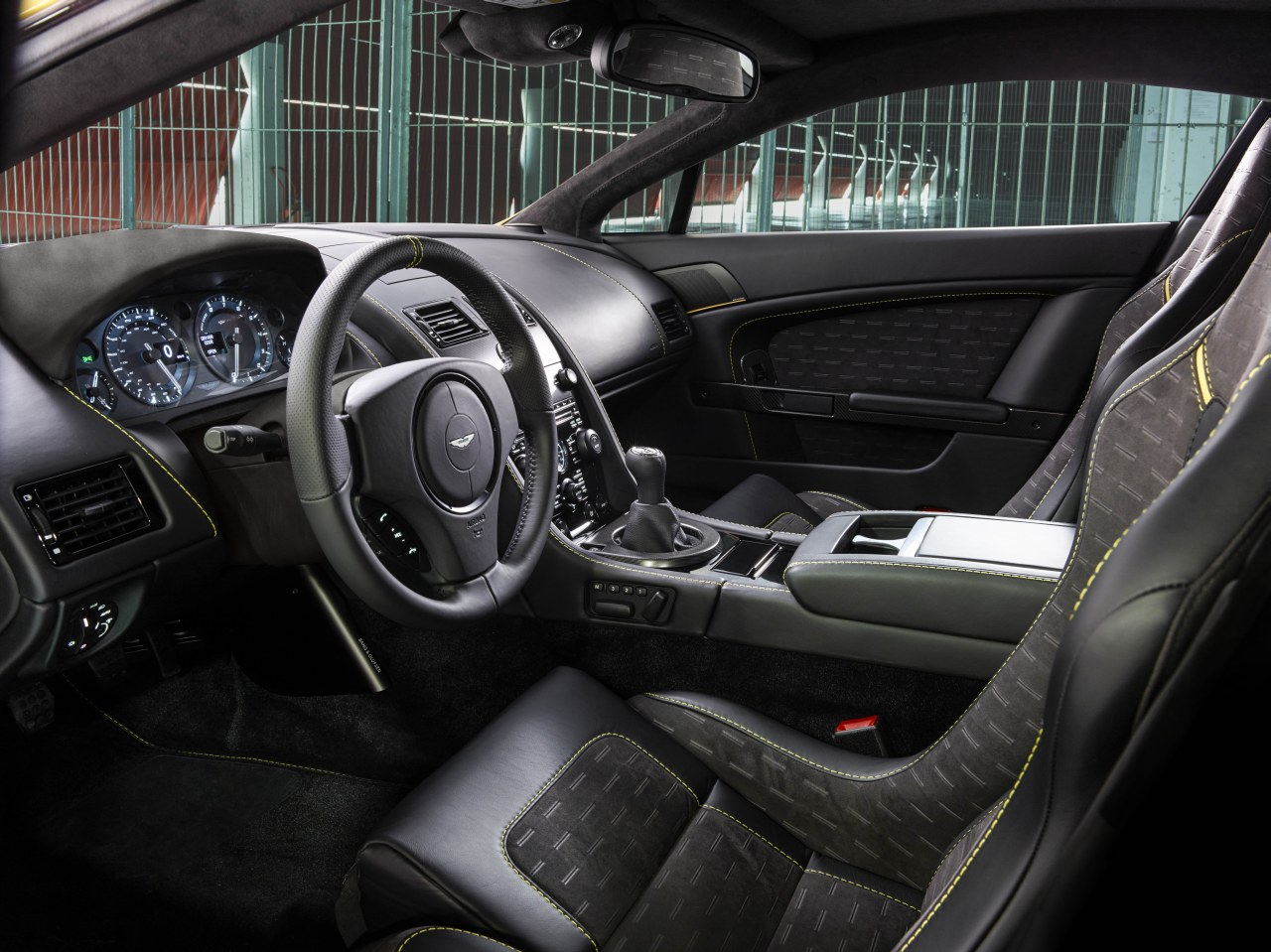 2011 - [Aston Martin] Vantage restylée - Page 2 Aston-Martin-V8-Vantage-N430-13