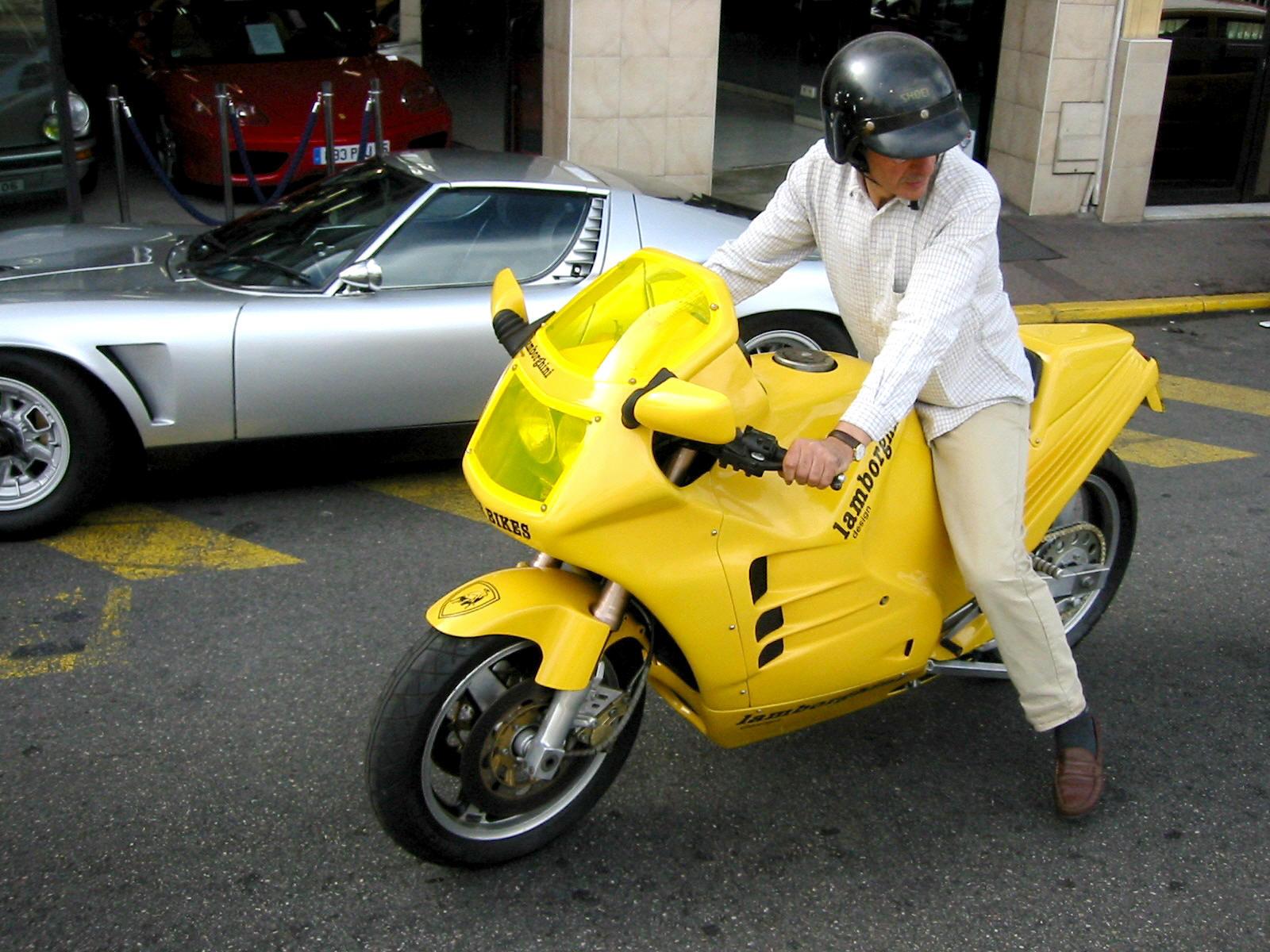 900 Ninja par Boxer Bike Lamborghini_design_90_motorcycle