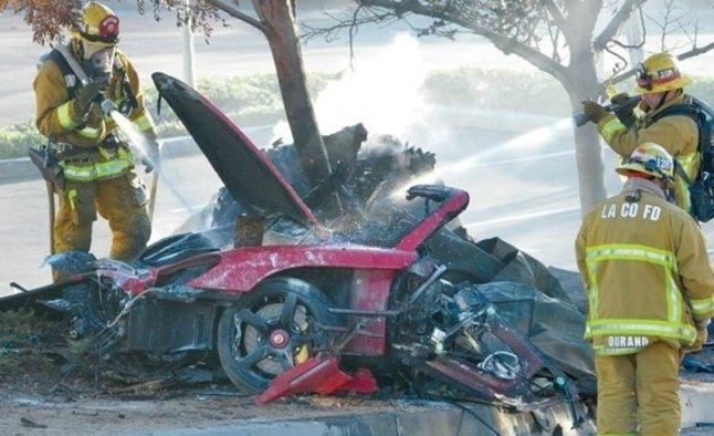 Muere Paul Walker - Página 2 PAUL-WALKER-CRASH_edited-1