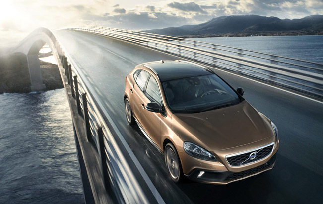 Volvo 2013-Volvo-V40-Cross-Country-651