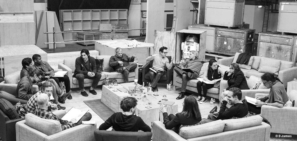 [Film] Star Wars épisode 7 - 16 décembre 2015 - Page 6 Casting-officiel-pour-star-wars-vii-choc-des-generations_040844