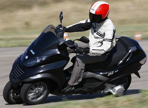Scooter MP3 - Un avis ? Piaggio_mp3_hybride_03