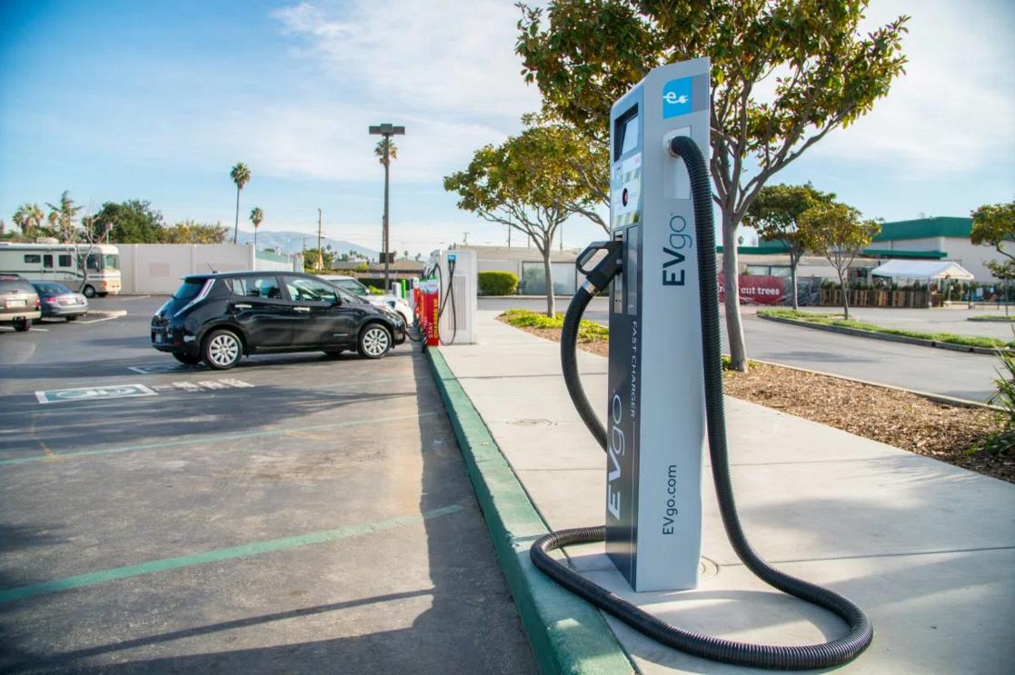 La recharge universelle des voitures, bientôt obligatoire pour les constructeurs ? By DETOURS 1489058793419ae98fc4143f91e47c2801a931c040-abb