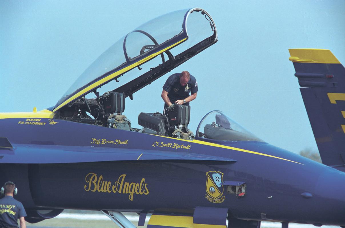 أروع صور الفرقة الاستعراضية Blue Angels 049_02P