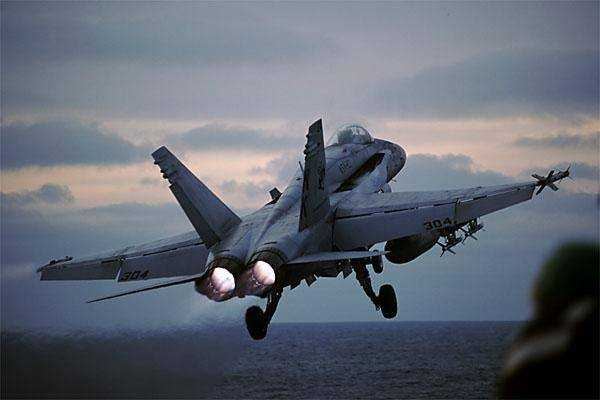 Video trés sympa F-18 FA-18A-005